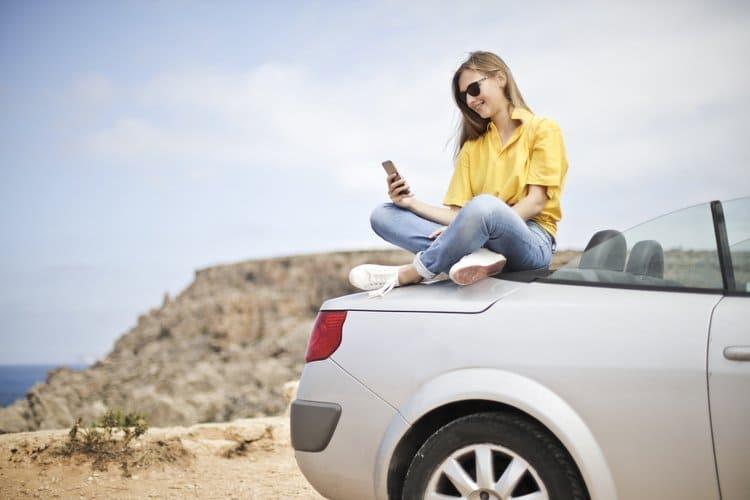 Polisę OC bez problemu kupisz przez telefon. Młody kierowca musi starannie wybrać polisę OC.
