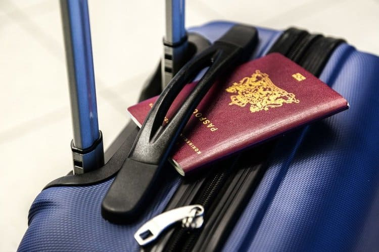 Przed wyjazdem w podróż zdecyduj, czy chcesz ubezpieczyć bagaż. Polisa podróżna może wesprzeć Cię w trudnej sytuacji.