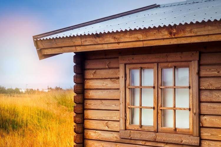 Ubezpieczenie domku letniskowego od kradzieży jest możliwe po spełnieniu wymaganych przez ubezpieczyciela zabezpieczeń.