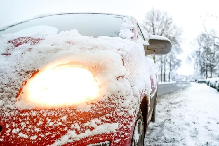 Dzięki Assistance ubezpieczyciel zorganizuje holowanie Twojego samochodu do warsztatu lub pomoc na miejscu zdarzenia.