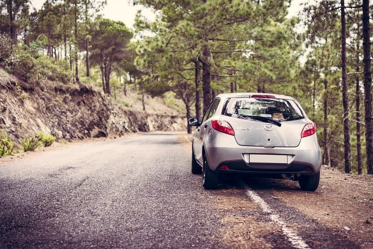 Uszkodzenie samochodu z powodu złego stanu drogi to argument za otrzymaniem odszkodowania z AC.