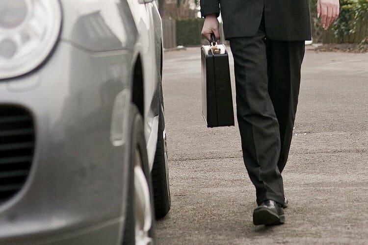 Samochody firmowe możesz ubezpieczyć osobno albo wybrać ubezpieczenie flotowe dla wszystkich aut.