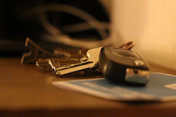 Polisy dodatkowe podczas wakacji samochodem – na które warto się zdecydować?