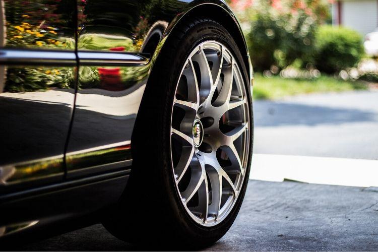 Jak dbać o opony samochodowe? Podpowiadamy!