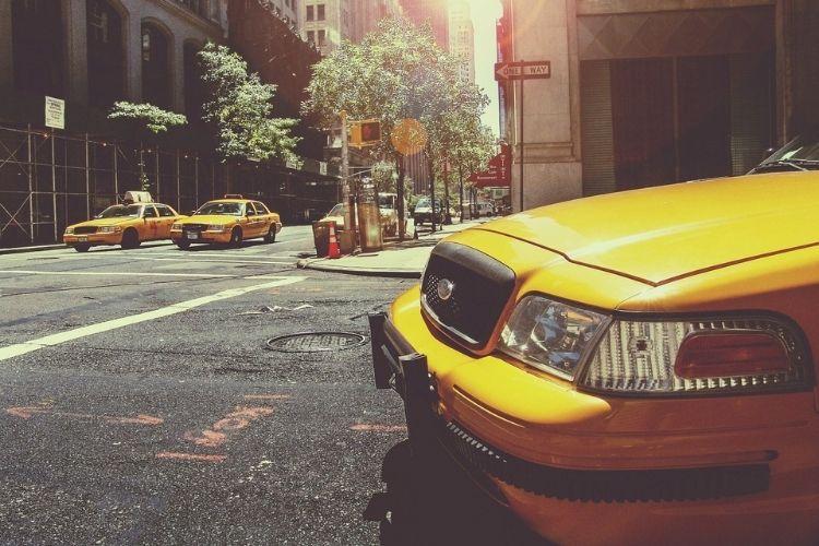 Auta z USA – koszty sprowadzenia, ryzyko importu, zalety