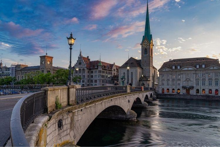 Auta ze Szwajcarii –koszty sprowadzenia, ryzyko importu, zalety W 2019 roku Polacy sp