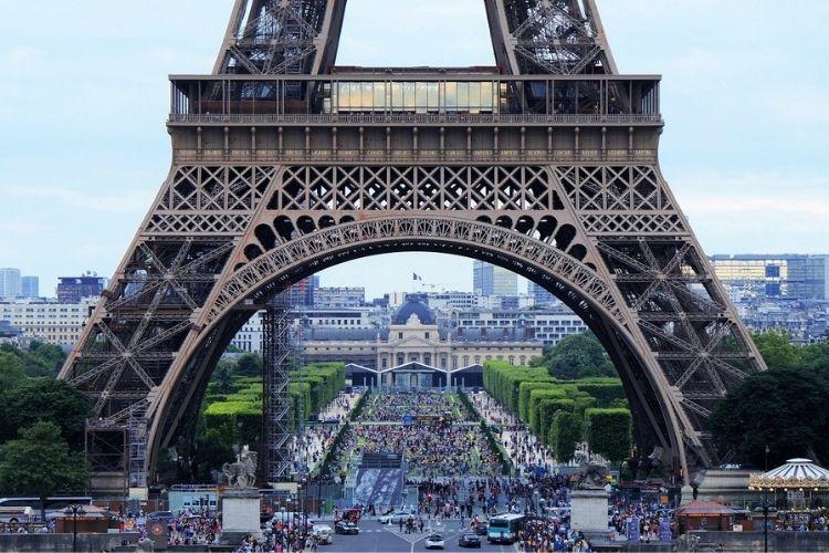 Auta z Francji – koszty sprowadzenia, ryzyko importu, zalety