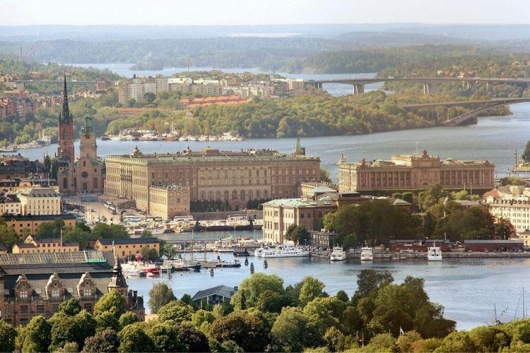 Auta ze Szwecji – koszty sprowadzenia, ryzyko importu, zalety
